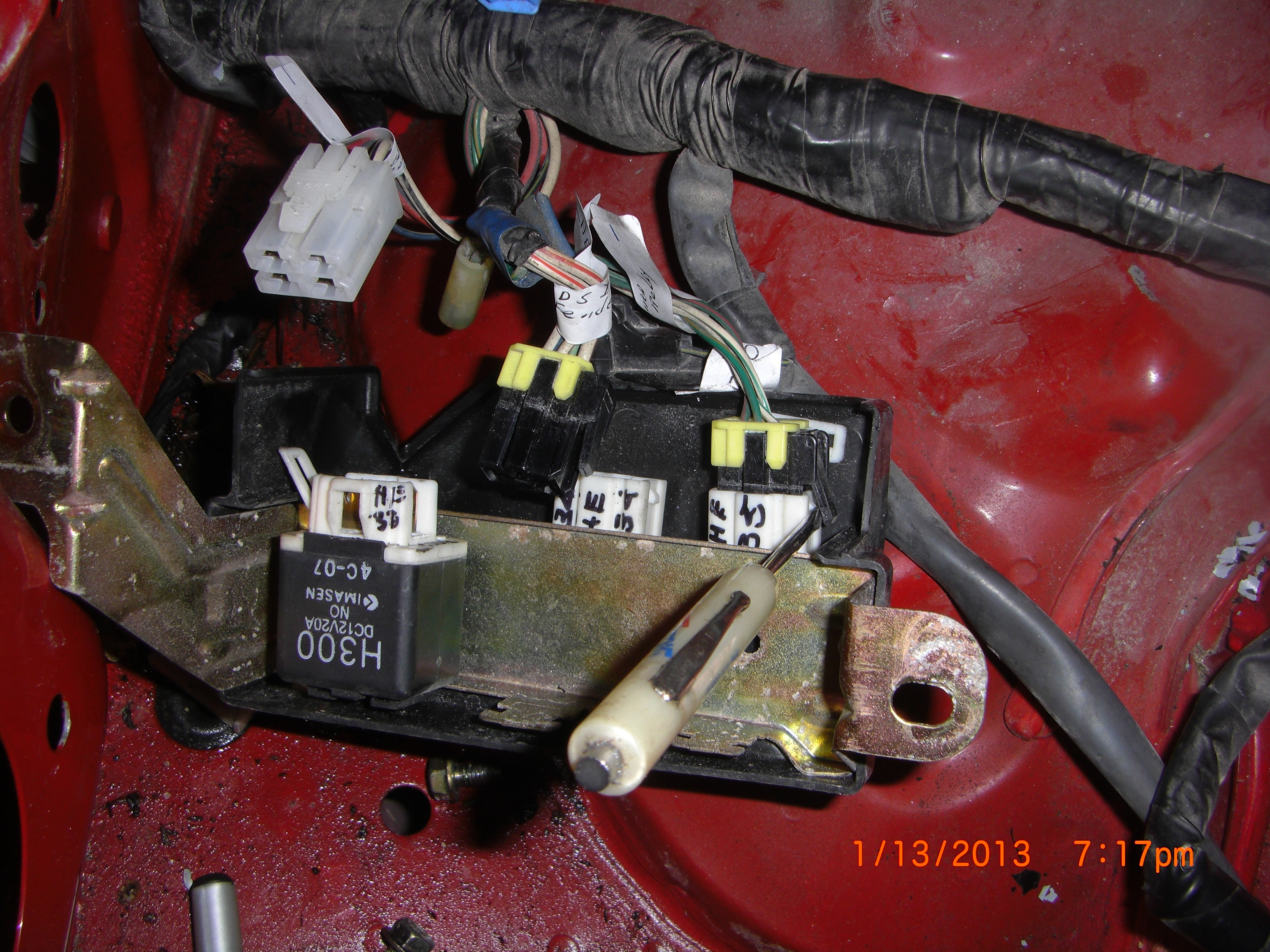 Pulling Engine Wiring Harness Out Of Miata 42 Diagram 1992 Fuse Box H013 Removing Donor Parts 5 9how Do You Remove A Wire Connectors From Relay Block